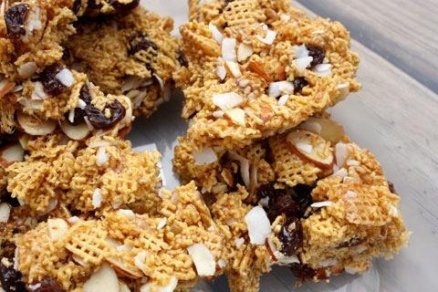 Champion Raisin-Almond Chex Bars (Giveaway) - Eating Bird Food