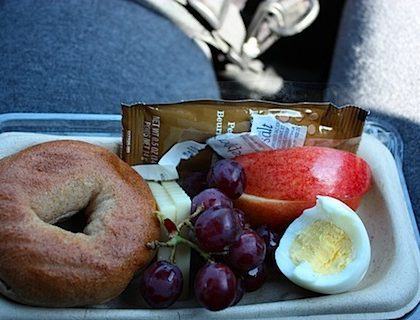How to Eat Healthy While Traveling