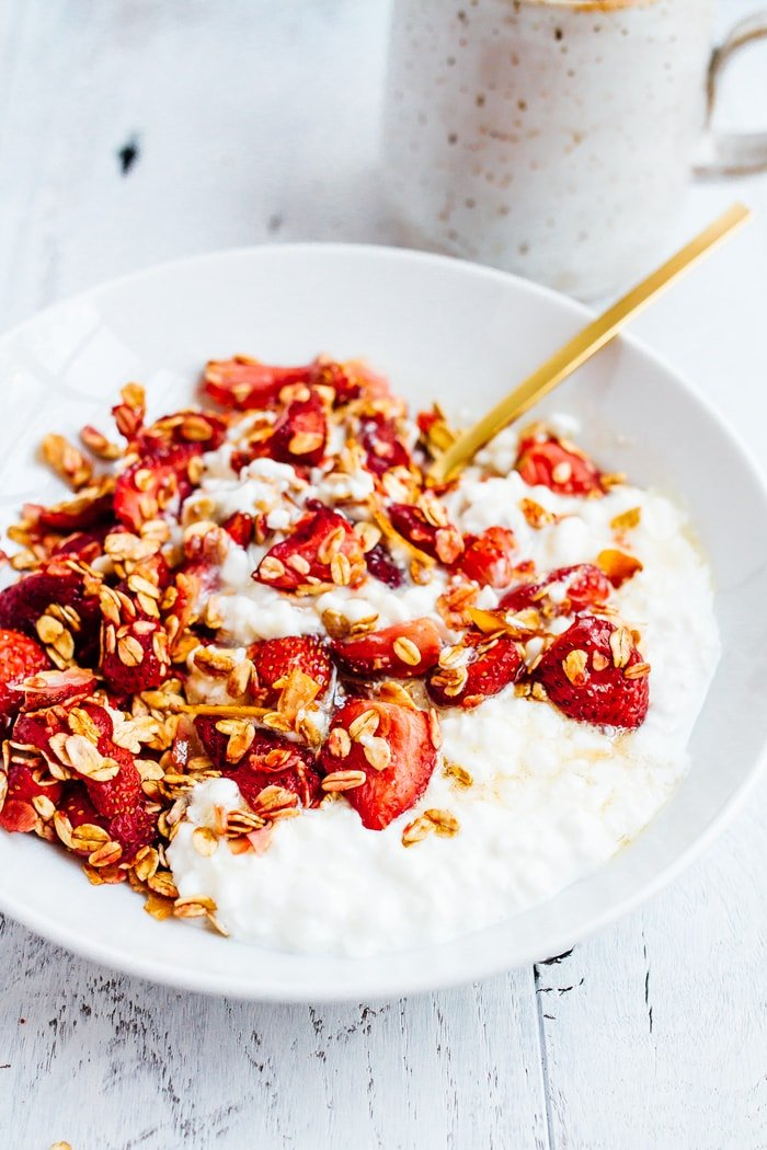 This strawberry cottage cheese bowl pairs maple roasted strawberries, oats and coconut with cottage cheese for a delicious, protein-packed breakfast. Roasting the berries enhances their sweetness and creates a delicious, fruity sauce to mix into the cottage cheese.