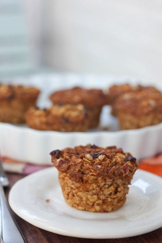 These gluten-free and vegan baked pumpkin oatmeal cups make on-the-go oatmeal so easy! The pumpkin spice flavor is delicious and perfect for fall.