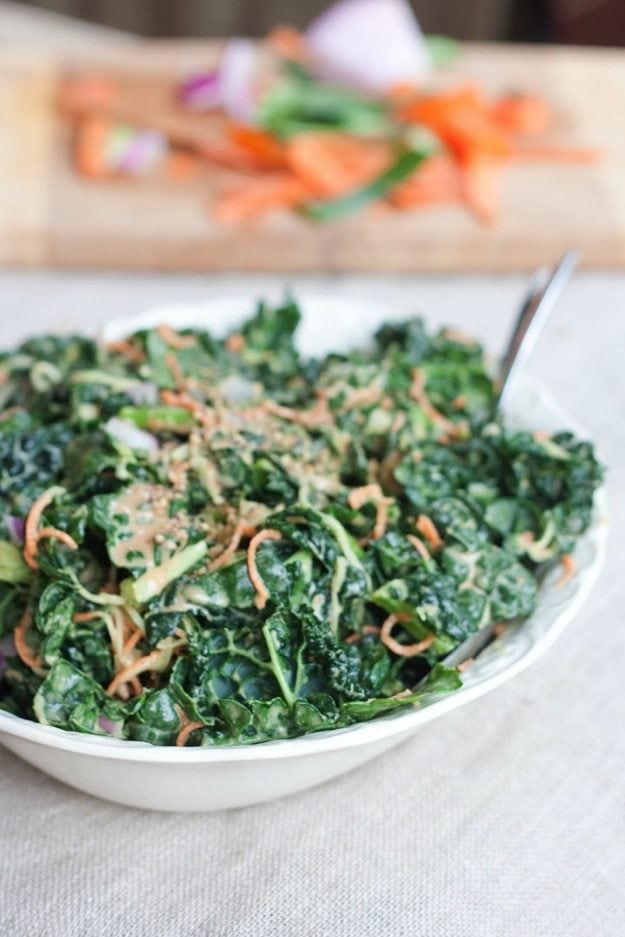Spiralized Carrots and Cucumber Kale Salad with Peanut Sauce #glutenfree #vegan