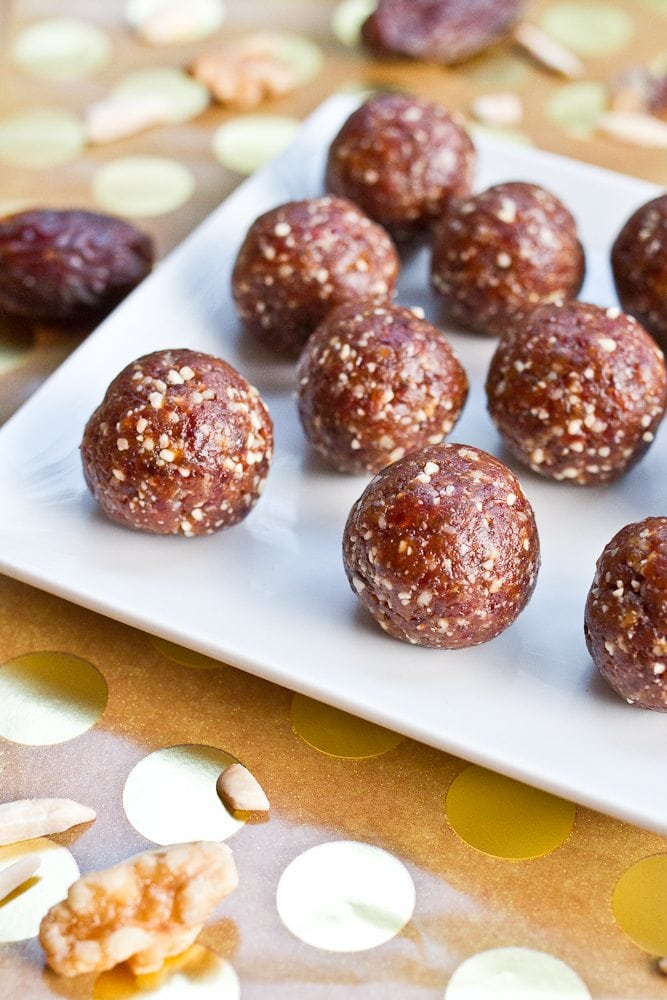 5-ingredient homemade pumpkin spice Larabar balls. They're gluten-free, vegan, healthy and perfect for fall snacking!