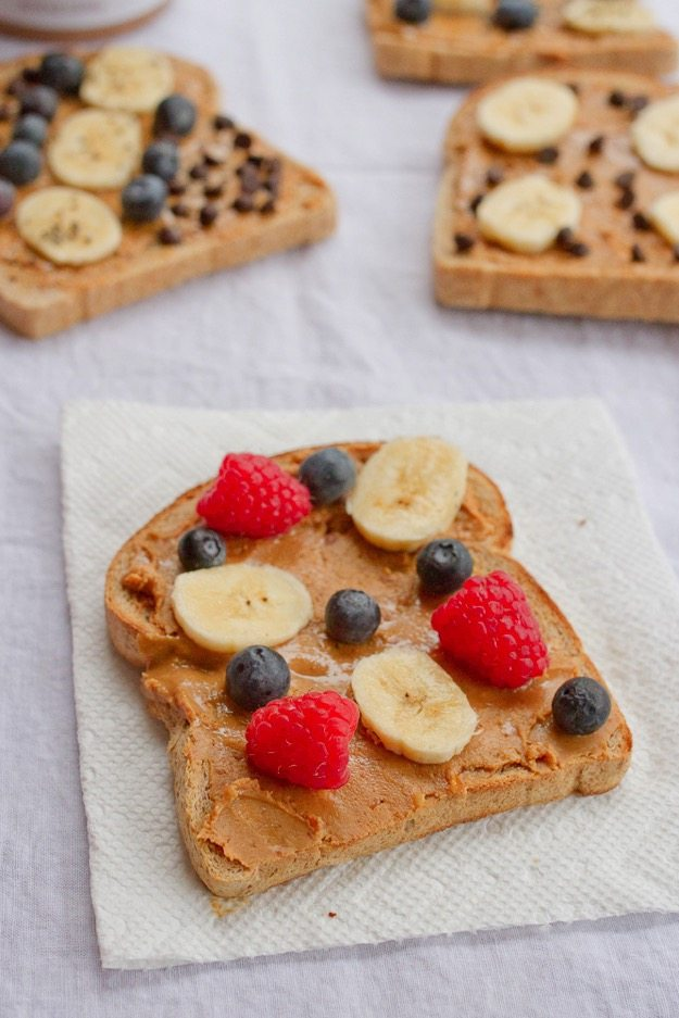 Healthy Portable Breakfast = Peanut Butter Toast with Berries