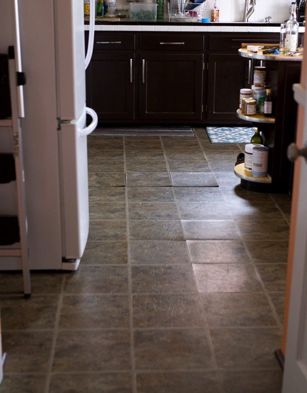 best inexpensive kitchen flooring inexpensive rustic wood kitchen floors 4467