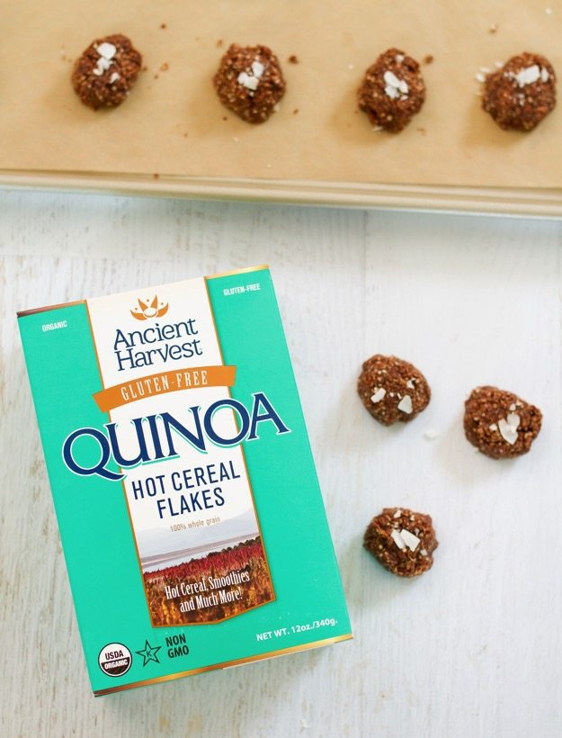 Quinoa No Bake Cookies // Classic no-bake cookies get a healthy upgrade with the addition of quinoa flakes. They're the perfect sweet treat for the holiday season. Gluten-free & vegan.
