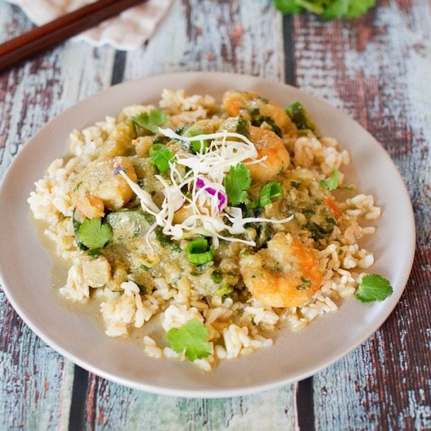 Thai Green Curry with Shrimp over brown rice -- quick, easy and perfect for weeknights!