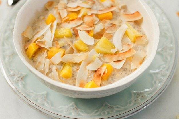 Tropical Overnight Oats | eatingbirdfood.com