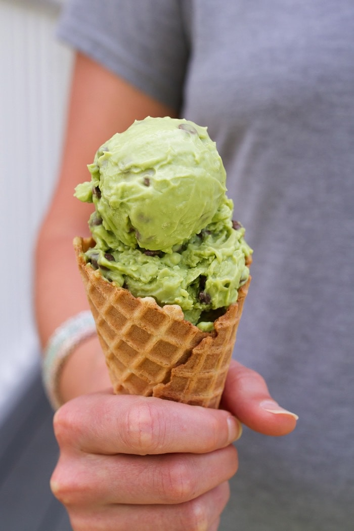 Mint Chocolate Cado Cream // Mint Chocolate Chip Avocado Ice Cream made with only six ingredients and doesn't require an ice cream maker! It's also diary-free, gluten-free, vegan and paleo-friendly.