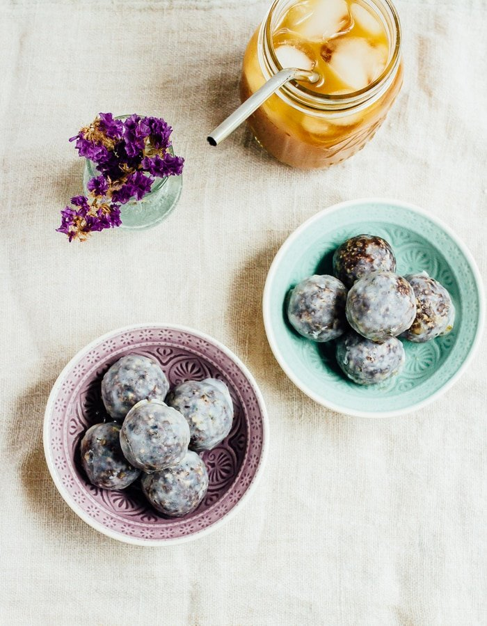 No Bake Blueberry Muffin Donut Holes // vegan and gluten-free
