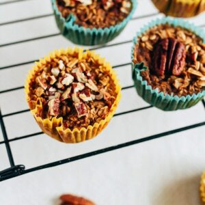 Chai oatmeal cups on a cooling rack.