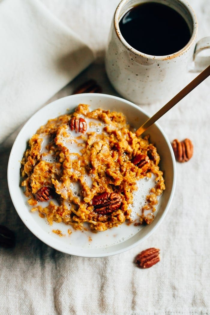 HEALTHY Slow Cooker Pumpkin Pie Oatmeal recipe featuring steel-cut oats cooked overnight with pumpkin puree and spices.