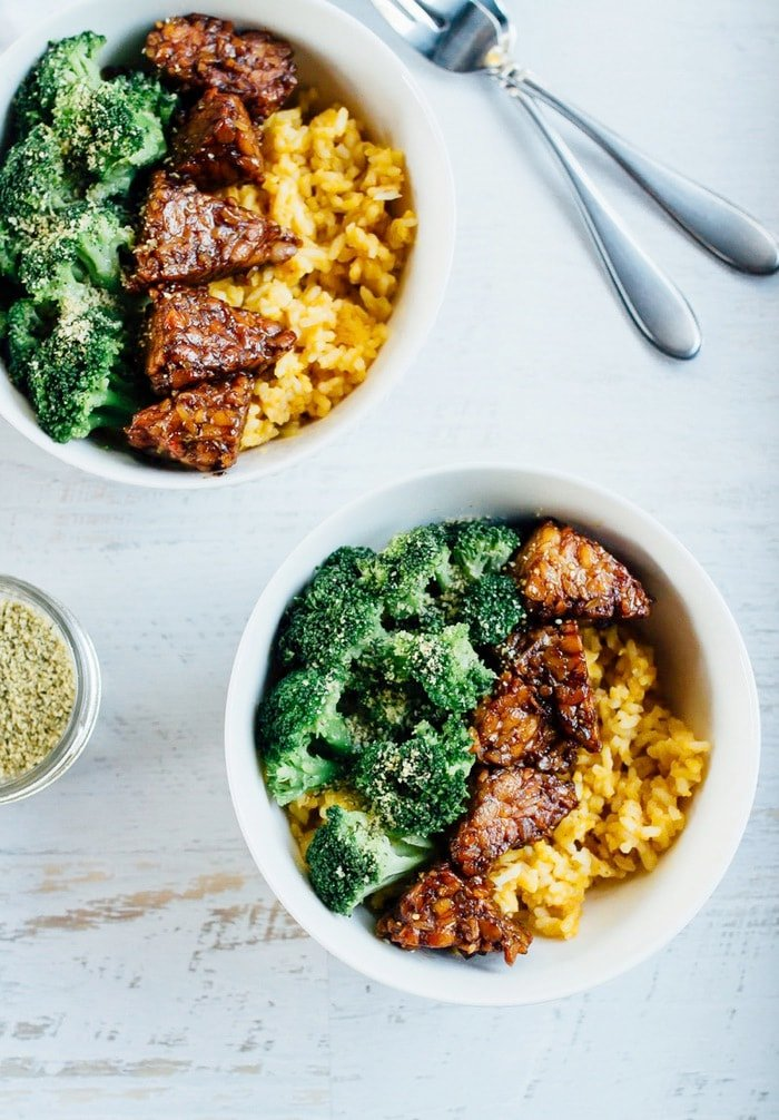 Maple Balsamic Tempeh Bowls with creamy pumpkin rice and steamed broccoli