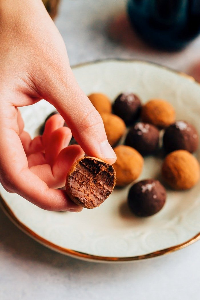 4-Ingredient Chocolate Avocado Truffles // Rich, creamy and so delicious. #vegan #glutenfree