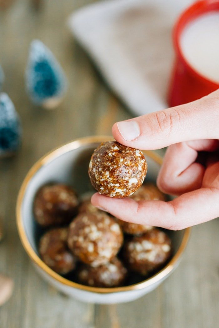 These homemade gingerbread larabar balls are perfectly sweet with a hint of gingery spice. Plus they're super easy to whip up -- only 10 ingredients and about 10 minutes!