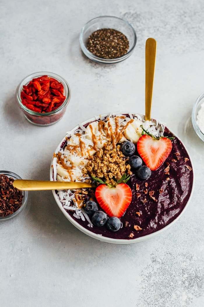 Maqui Berry Smoothie Bowl Eating Bird Food