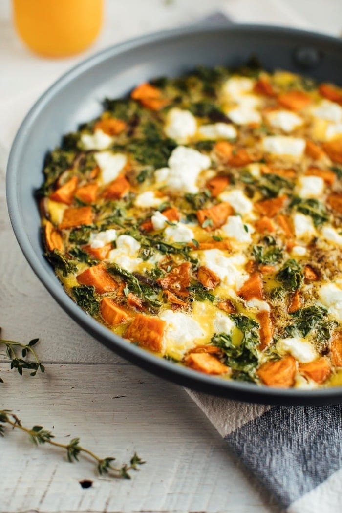 Add this sweet potato kale frittata to your weekly menu for a quick and easy healthy meal that can be whipped up in less than 35 minutes and served for breakfast, lunch or dinner.
