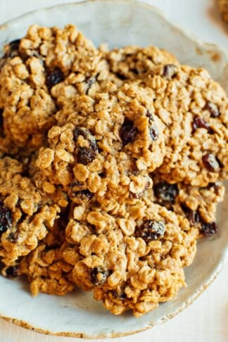 The BEST Healthy Oatmeal Cookies
