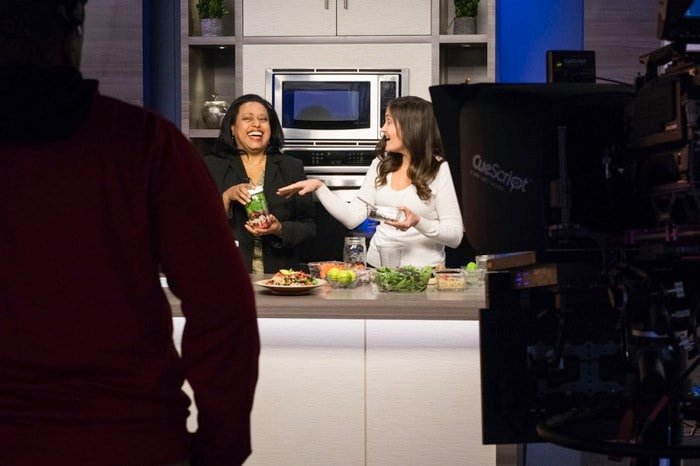 Brittany Mullins of Eating Bird Food with Cheryl Miller on CBS6 News Virginia This Morning // Making Mason Jar Salads