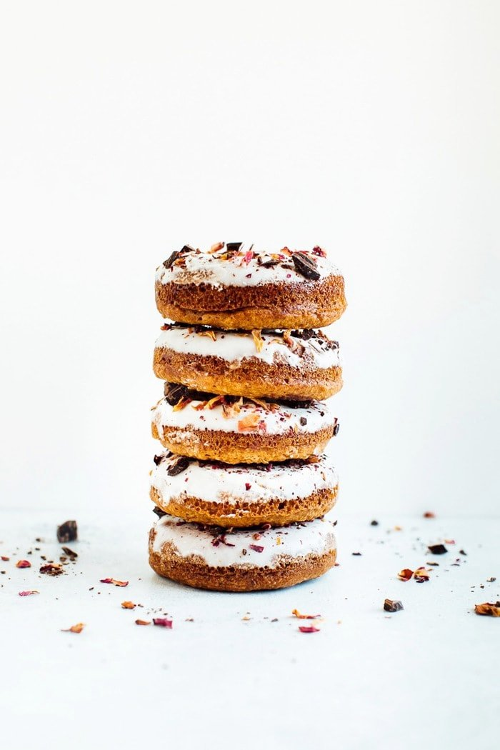 Baked almond flour donuts with rose petals and dark chocolate. Gluten-free, dairy-free and sweetened with coconut sugar.