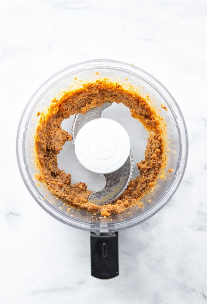 Food processor with date caramel.