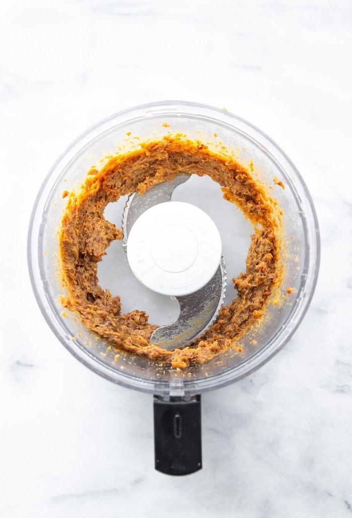 Food processor with date caramel.