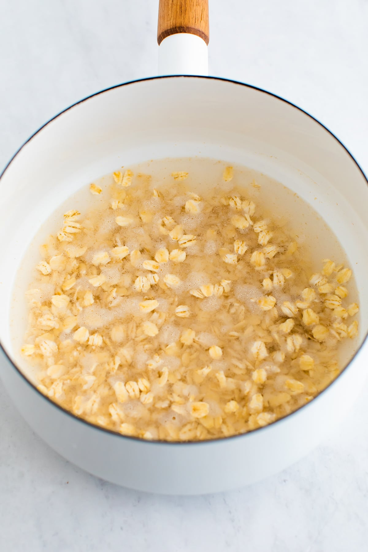 Pot with oats and water.