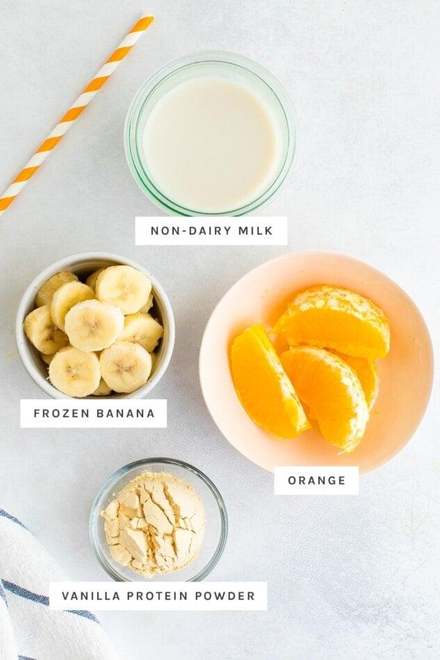 قياس الحليب والموز والبرتقال ومسحوق البروتين.