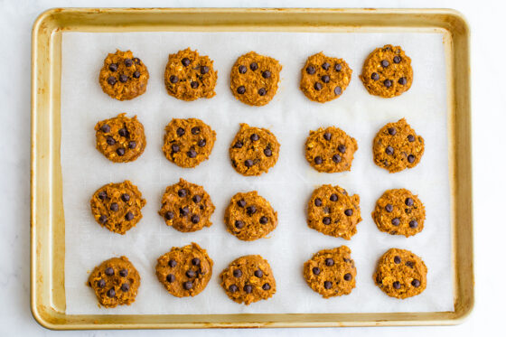 Overhead shot of 20 cookies, ready to go into the oven.